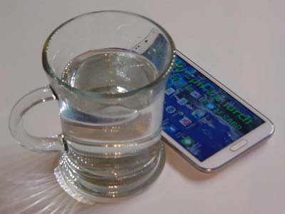 Make miracle water with the moracle card wallpaper of your smartphone